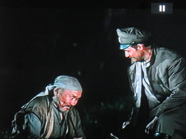 L'amitié sacrée, les confidences et le symbolisme du feu – le foyer de notre Fustel de Coulanges. Le vieil homme et la terre… Kurosawa retrouve la grâce de la forteresse cachée et des 7samouraï.