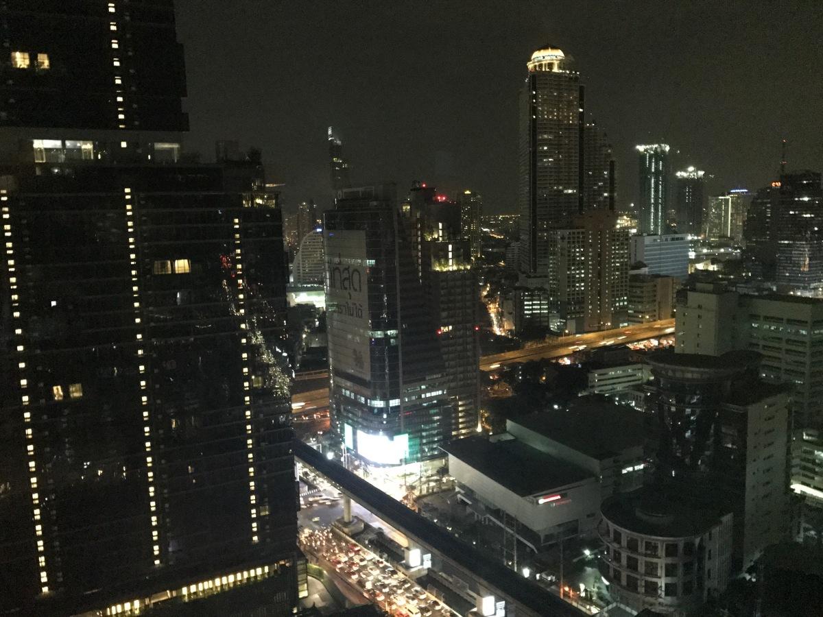 Frédéric se dépayse à Bangkok ! Il m'envoie des photos ! Il n'a pu voir ma journée Lost in translation!