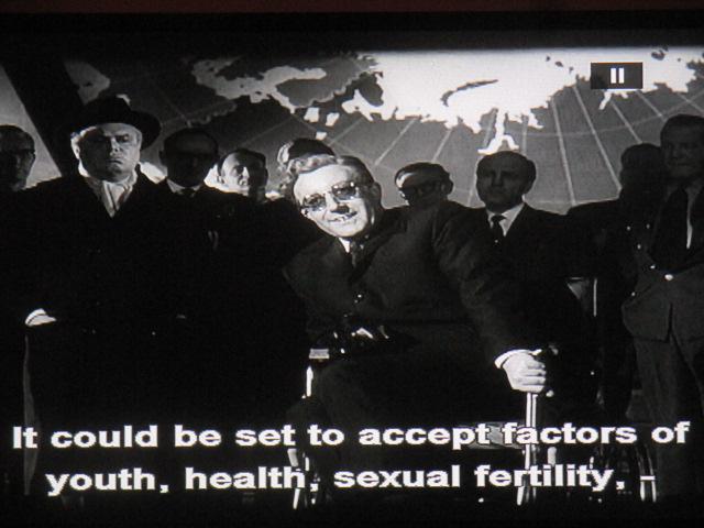 La catastrophe a eu lieu grâce à l'impuissant Ripper (Jack l'éventreur). On a recours au fol amour du docteur, sorti d'un récit délirant du Graal (Klingsor), pour faire renaître l'humanité avec dix modèles bien motivées par politicien ou gradé taré ! théorie de la susurration?