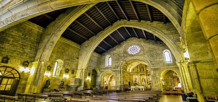 Tenez, chœurs de lecteurs si nombreux aujourd'hui, un peu d'intérieur de cette Eglise Santiago où nous fûmes prier avec ma Tatiana ! Car l'Occident est en Espagne reconquise!!!