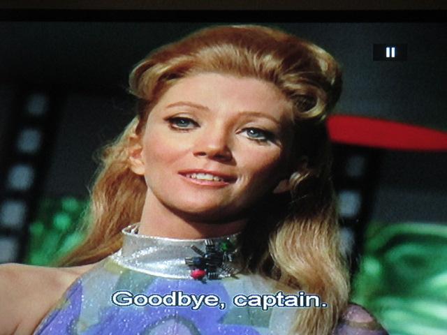 La blonde la plus bête de la galaxie, dans le plus mauvais épisode de la série Star Trek ! La belle est la bête ! Bébête immonde, va ! Quel grand blond en arrière ! En échange, du Nicolas Bonnal : celtisme et science-fiction!