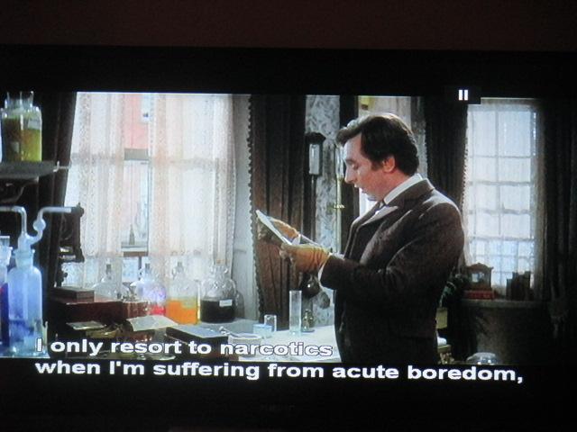 Sherlock Holmes (par Billy Wilder) : il se drogue, il prend homo les bonnes questions, et il se lamente de son époque : un dépressif des années 70?