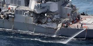 La flotte US fait eau de toutes parts ; une cormoran mourant de rire heurte ses fondements. On se fait du mauvais sang pour ce vaisseau US battu comme undrapeau.