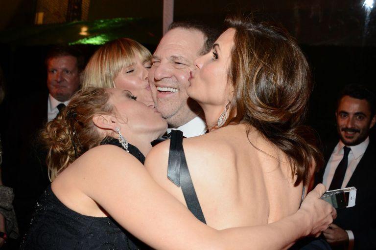 Exclusif : Harvey Weinstein consolé par des stars à sa sortie de prison ! Il va financer une remake de Prédateur!