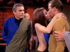 Et si Nicolas Bonnal s'intéressait enfin à la vie sexuelle du capitaine Kirk au lieu de nous ennuyer avec la vie textuelle de Star Trek ? Alchimie mon oeil!