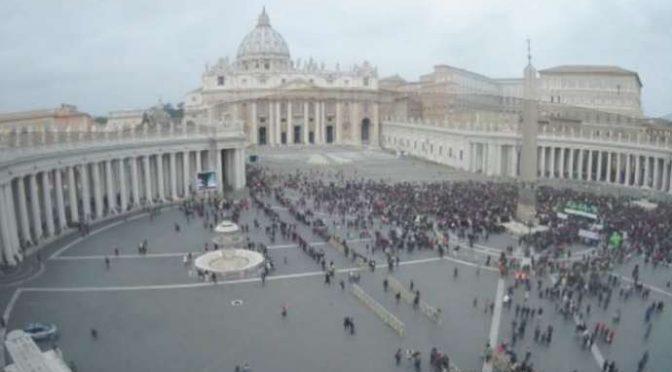 Effondrement de l'audimat papiste : les cathos sont pas si fous après tout!