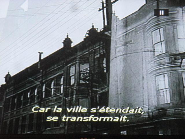 El enorme edificio del colegio fue destruido. En su lugar se levanta hoy, como en todas partes, un llamado centro comercial. (LuisBunuel)