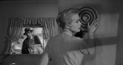 John Hall, critique américain, confirme Nicolas Bonnal: comment le bon élève Hitchcock plagie le génial et trop turbulent Orson Welles… Qui usera d'Anthony Perkins dans le Procès!