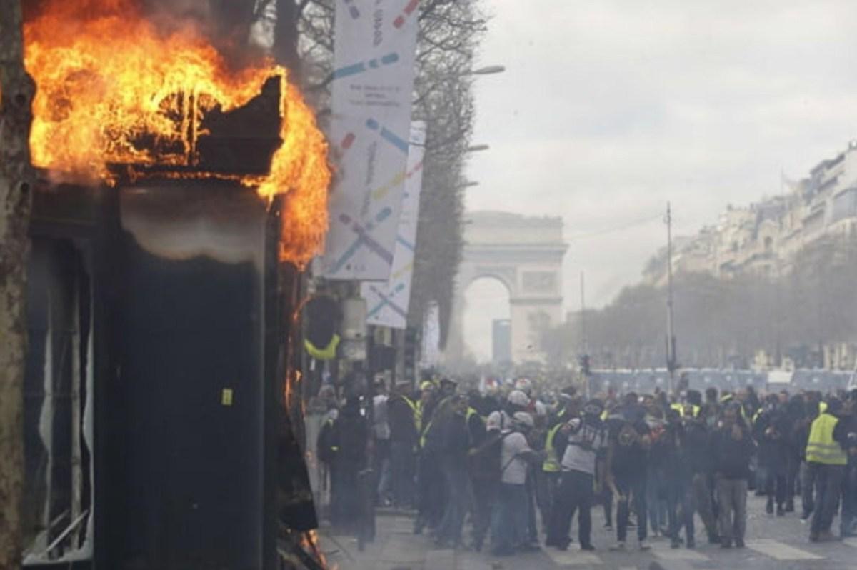 Les gilets rient jaune et coûtent de l'argent au bourgeois et aux champs alizés. Merde alors général, Paris pourrait-il être «asphyxié par son peuple» ?